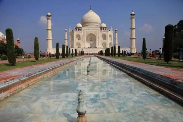 全球50个地标性建筑,认识10个就算你合格!-泰姬陵(印度·阿格拉).jpg