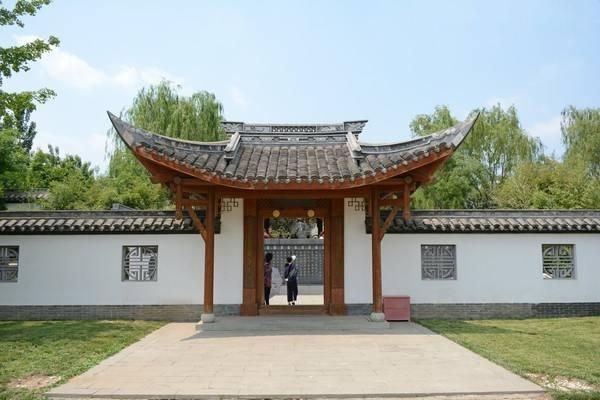 浅谈中式门楼的建筑文化内涵