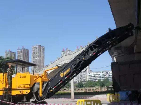 高速公路路面扩宽铣刨拼接施工技术分析