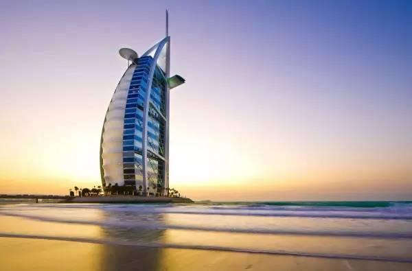 全球50个地标性建筑,认识10个就算你合格!-帆船酒店(阿联酋•迪拜).jpg