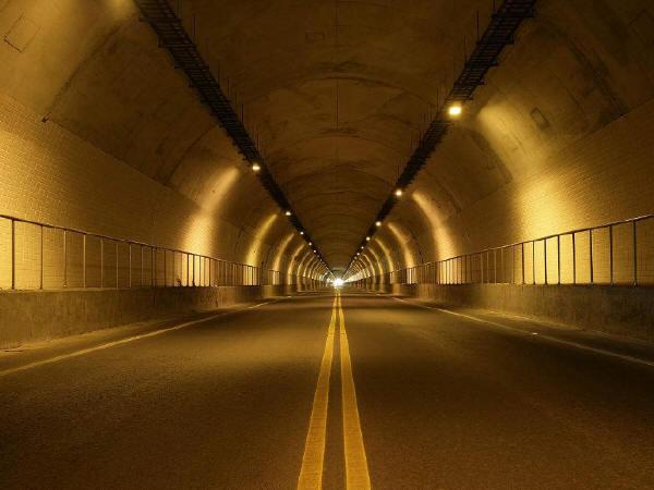 适合国内公路隧道特点的路面新技术