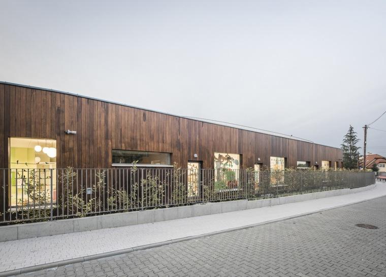 波兰圆弧形的幼儿园-4
