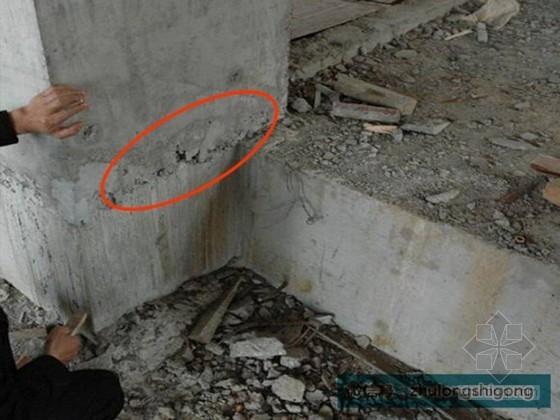 建筑主体结构部分施工质量通病图文解析-结构柱根部漏浆蜂窝现象