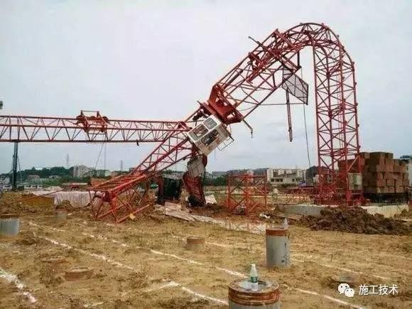 突发!一塔吊在大风中倒塌,大风天气施工你必须了解的安全知识!