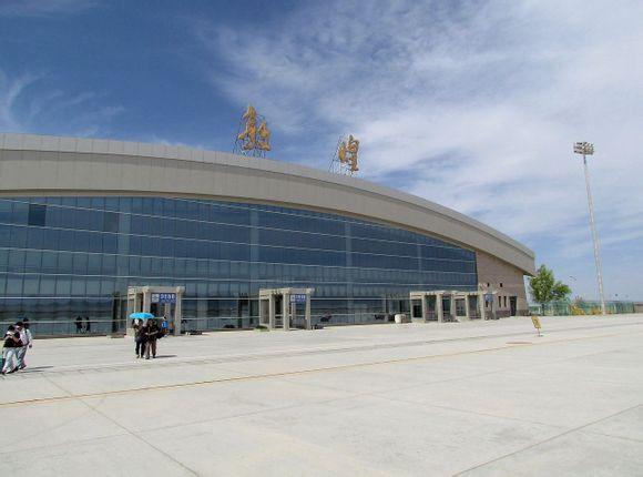 """敦煌机场扩建工程:大漠戈壁托起""""飞天梦"""""""