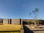 被火山石墙包围的墨西哥法院