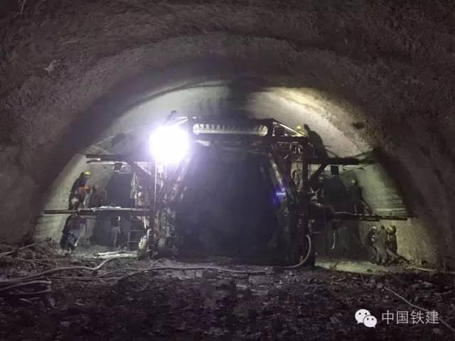 隧道施工的未来:机械化PK人海战术!_2