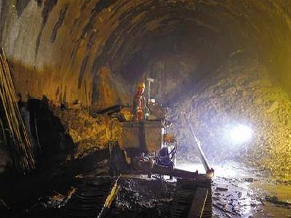 """探访世界海拔最高公路特长隧道""""米拉山隧道""""施工现场"""