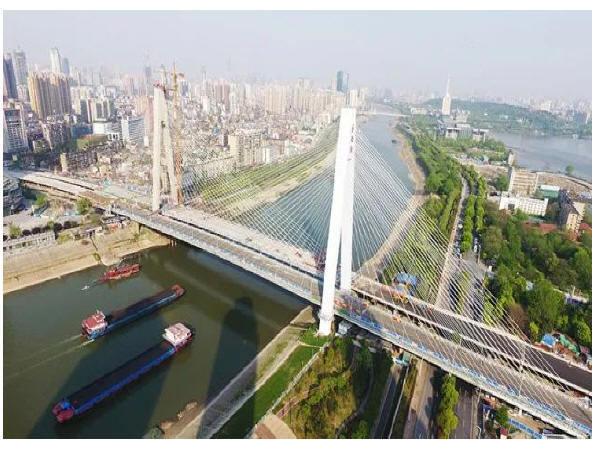 """双桥争辉,武汉月湖桥""""姊妹桥""""江汉四桥顺利合拢"""