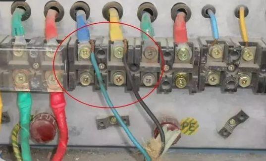 建筑施工现场临时用电安全隐患,全都是错误做法!_11