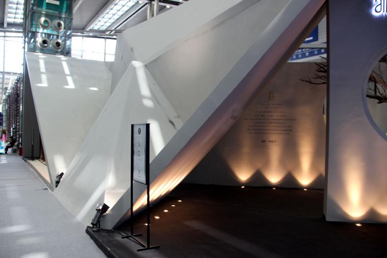 U形平面方案资料下载-意形山水诗与远方——AIR.U服装展示馆实景效果图