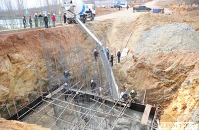 如何防止桥梁桩基钢筋笼在吊装就位过程中发生变形?
