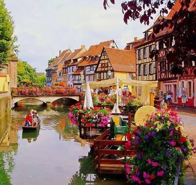 世界上最美的7个鲜花小镇子,这辈子一定要去一次!_10