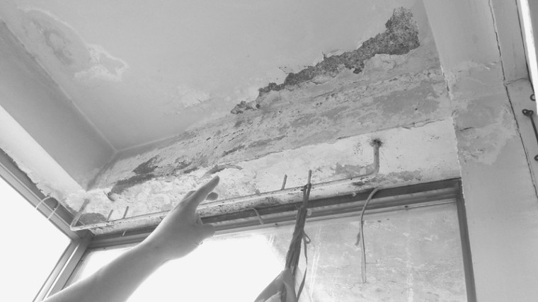 加装楼顶设计不合理,一到雨天房屋反漏水