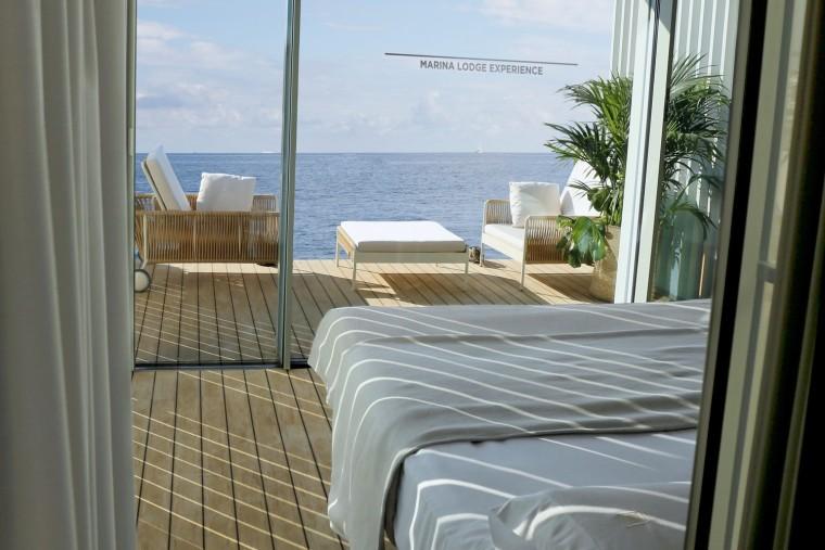 西班牙与大海融为一体的浮动别墅-9