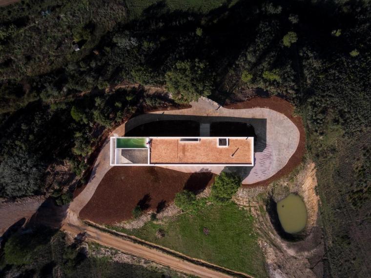 葡萄牙雕塑艺术般写意的住宅-1551071377330530