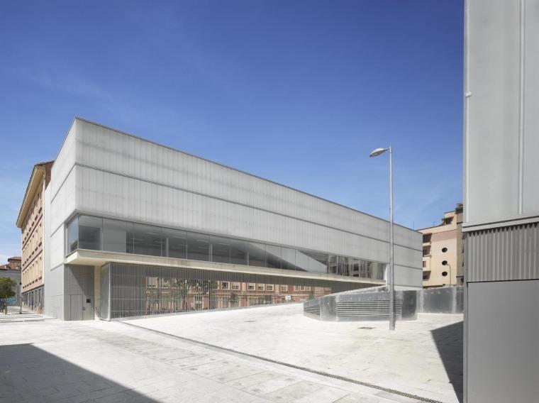 西班牙Barceló图书馆及运动馆_4