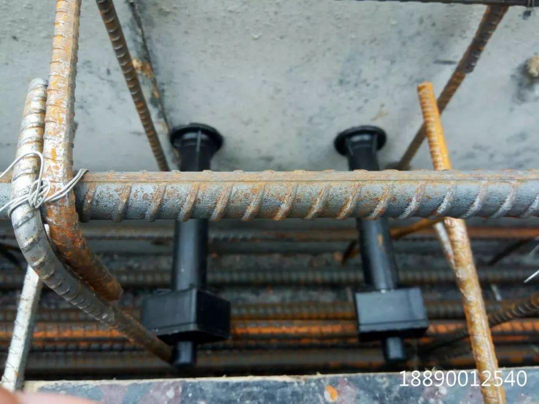 一种新型悬挑架的安装搭设装置_23