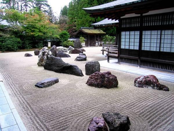 干枯的庭院山水景观,日式禅意