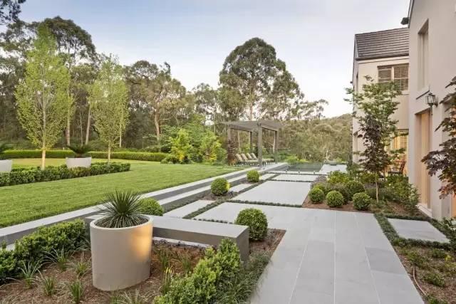 赶紧收藏!21个最美现代风格庭院设计案例_127