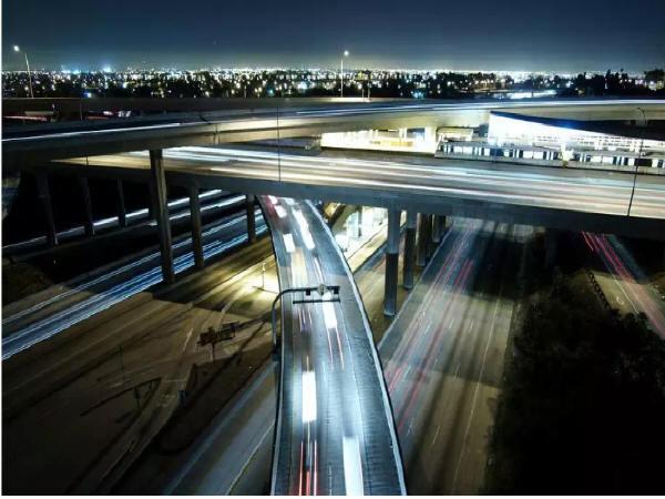 城市道路建筑空间的人性化设计