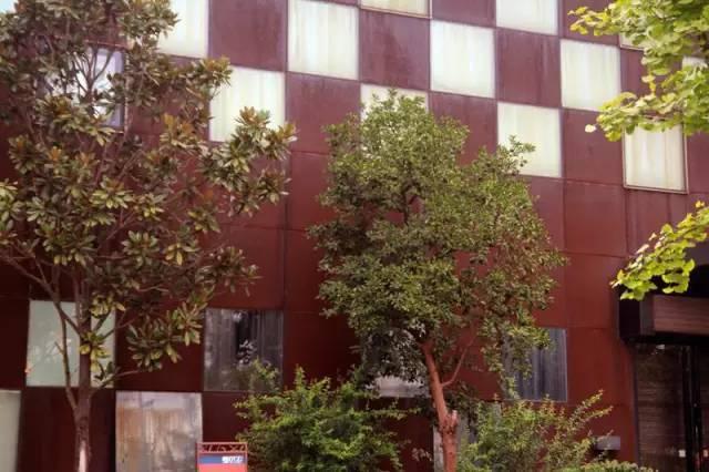 看建筑大师是如何使用锈钢板的?_19