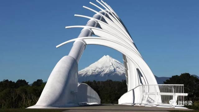 好美!记特雷瓦雷瓦大桥--桥梁结构元素溶入情境背景