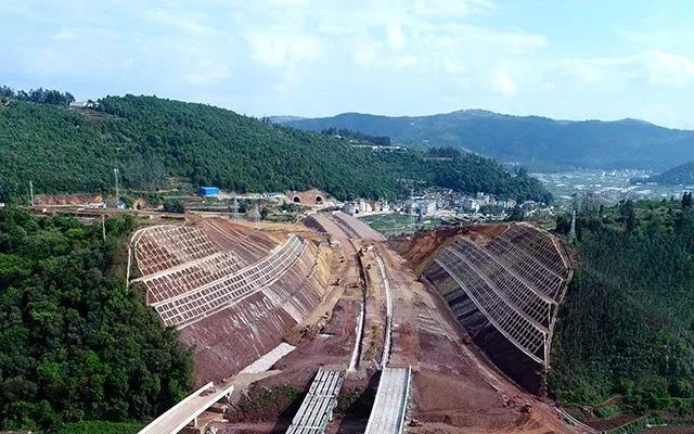 江通高速公路边坡防护施工进入关键期
