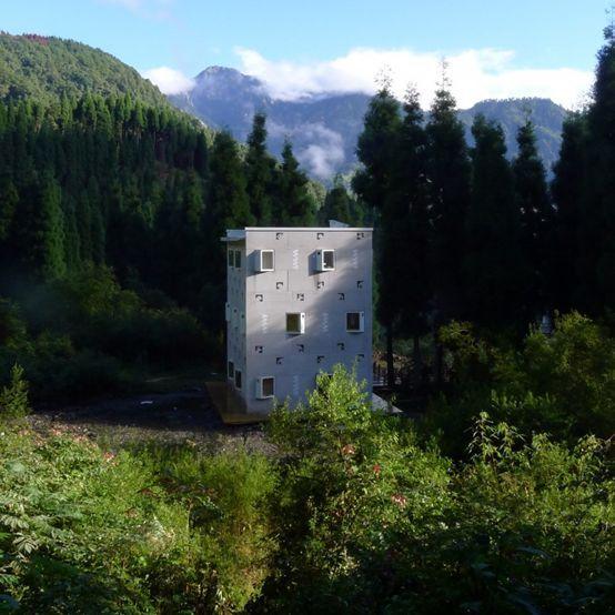 他用北京一个厕所的价钱,造了座扛10级地震的学校。