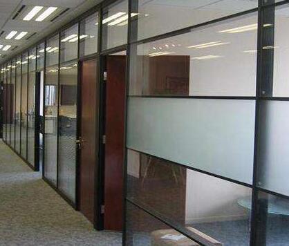 办公室玻璃隔断装修