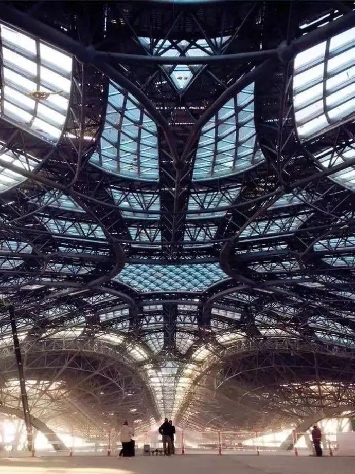 震撼的北京新机场钢结构,堪比外星人基地