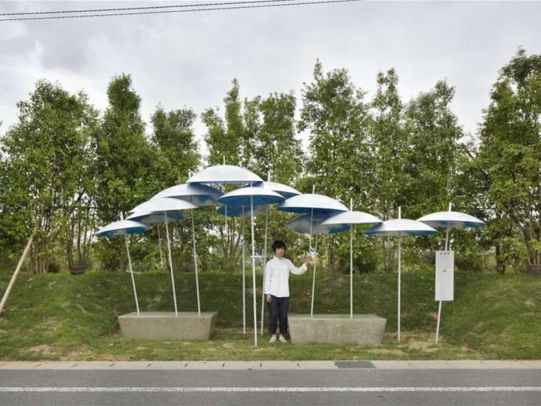 日本伞状公交车站