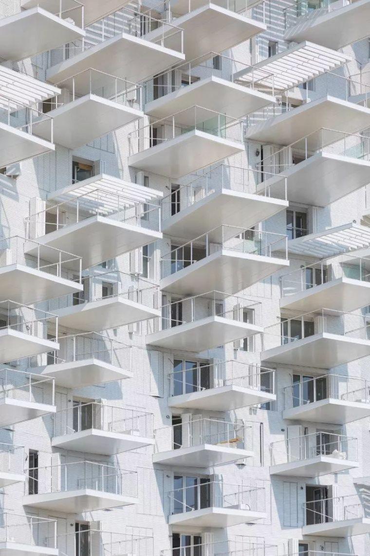 """藤本壮介设计的像树一样的公寓楼建成了,每户都有""""空中花园""""_17"""
