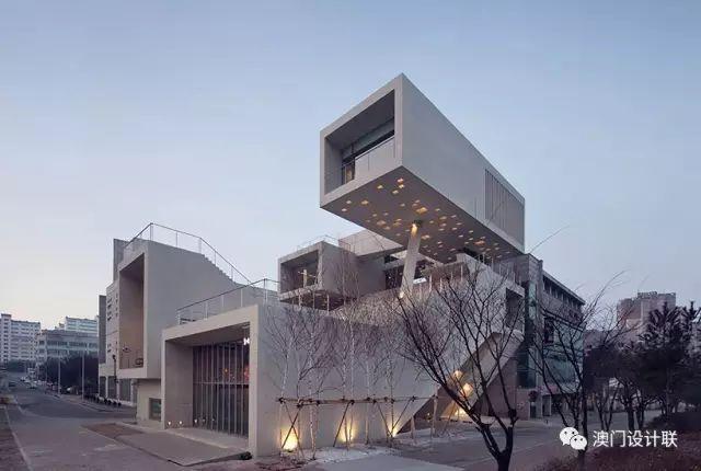打破陈规的新式建筑,于城市中开放的观景台_2