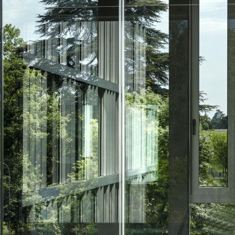 瑞士巨型花朵形的RaymondUldry商学院-10