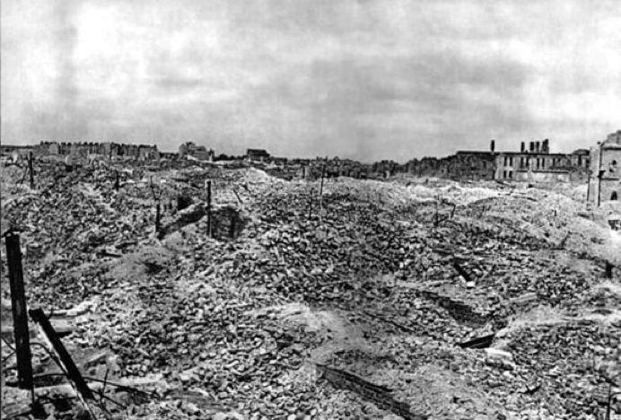 叙利亚战争后的城市建筑对比,满地废墟浓烟弥漫_21