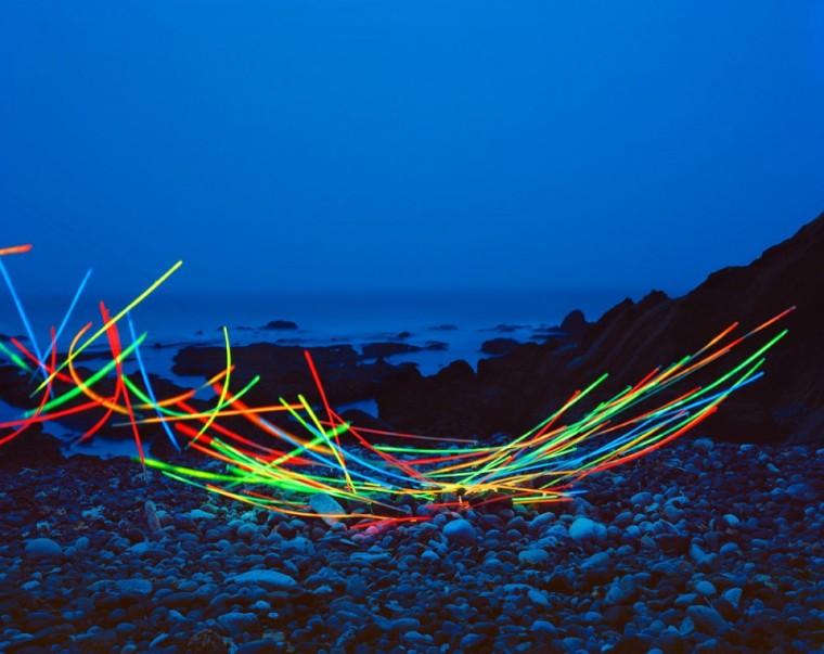 """艺术家在自然景观中创造""""悬浮""""的装置艺术-Thomas Jackson的""""悬浮的瞬间"""""""