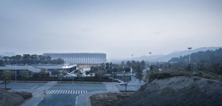 临安半透明轻盈的体育文化会展中心外部实景图 (13)