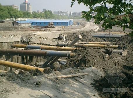 地铁深基坑开挖支护施工风险控制与对策