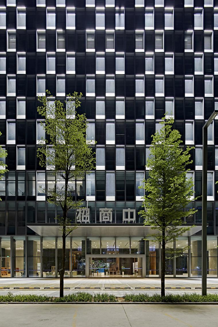 深圳龙岗创投灯光变化的办公大厦-3