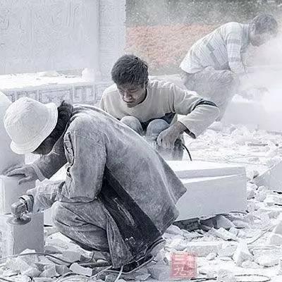 建筑工人一天300元的工资是这样得来的!