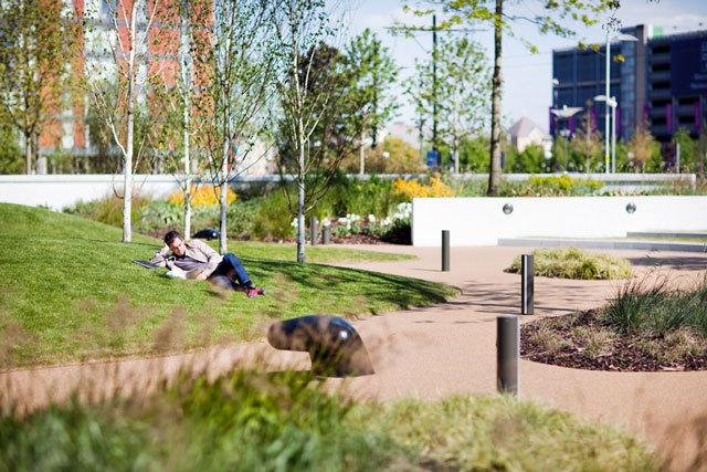 英国媒体城户外空间景观设计_2