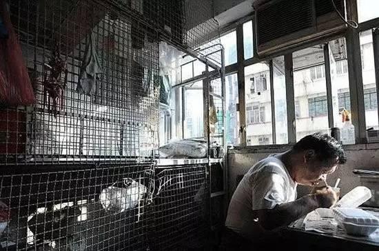 """没见过香港的""""棺材房""""你都不知道住得多幸福_32"""
