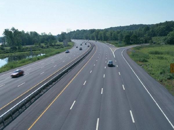 高速公路上为什么不安装路灯?