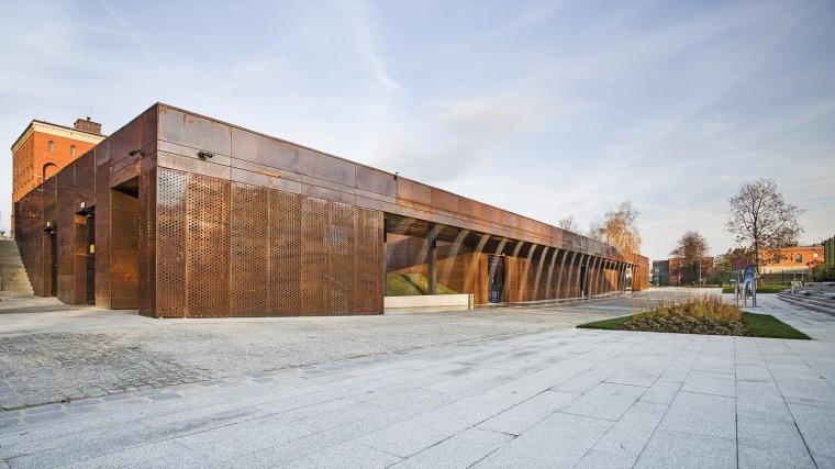 波兰海底城纪念性建筑