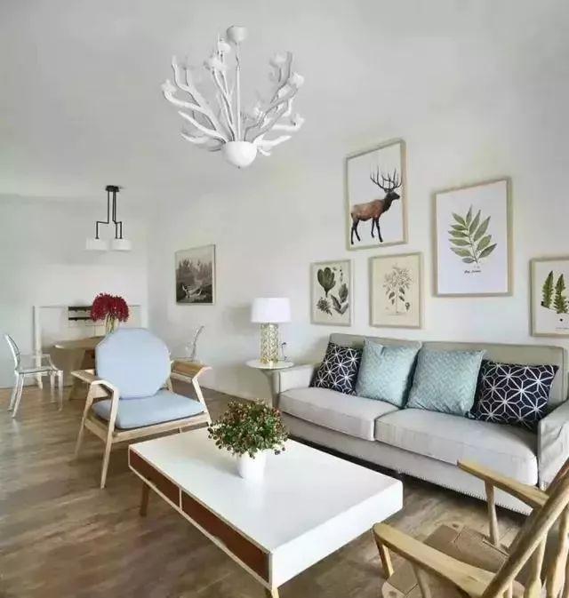 客廳只刷大白不吊頂,簡單又漂亮!