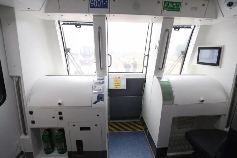 成都首条全自动无人驾驶地铁9号线首列车今日在蓉亮相!_16