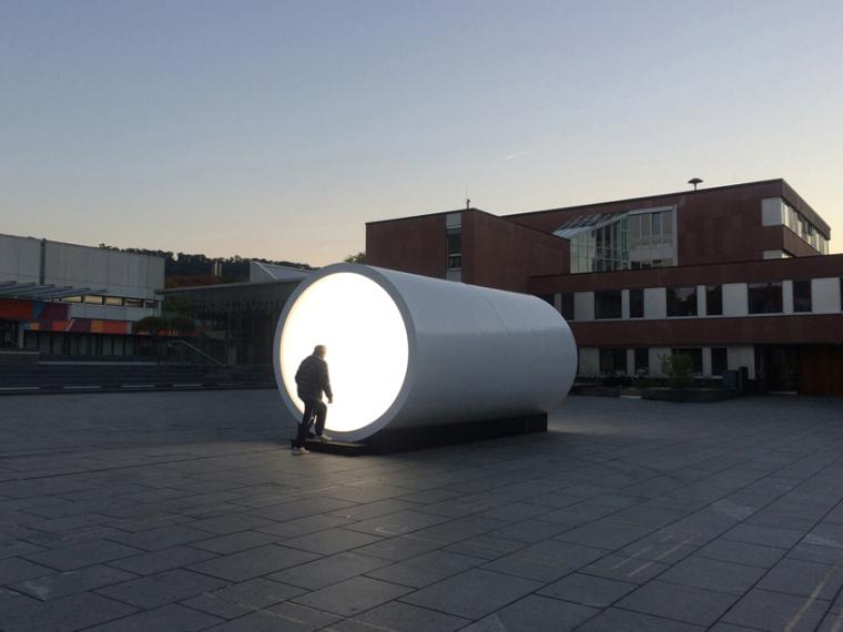UFO装置案例资料下载-德国小镇广场照明装置