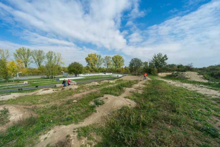 德国后工业场地改造的市民休闲运动空间-mooool-A24-Landschaft-Leisure-sport-kohlelager5