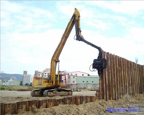 [上海]上跨地铁深基坑开挖支护施工方案